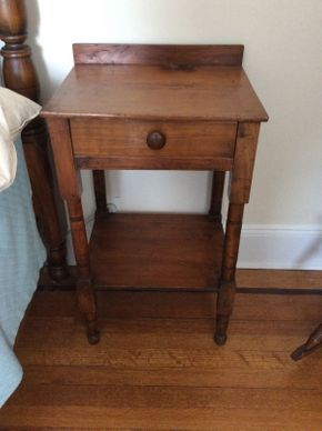 Lot 004 Pine Side Table 28x14dx17w ITEMS TO BE PICKED UP IN WEST HEMPSTEAD