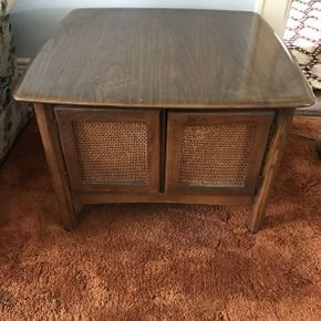 Lot 013 Mid Century Modern End Table Cabinet  ITEM CAN BE PICKED UP IN GARDEN CITY