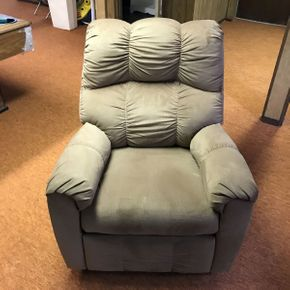 Lot 019 Upholstered Recliner Chair   ITEM CAN BE PICKED UP IN GARDEN CITY