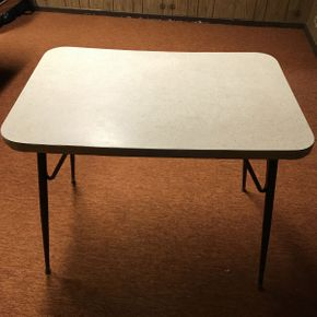Lot 014 Formica Kitchen Table  ITEM CAN BE PICKED UP IN GARDEN CITY