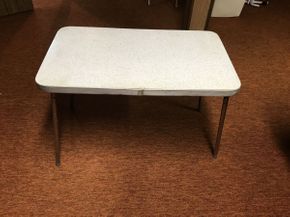 Lot 015 Small Formica Table   ITEM CAN BE PICKED UP IN GARDEN CITY