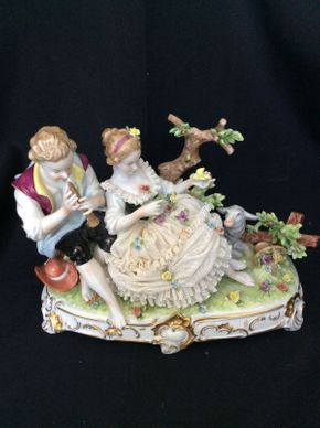 Lot 084 German Porcelain Figural Group 9.5x7  ITEMS TO BE PICKED UP IN MANHASSET HILLS