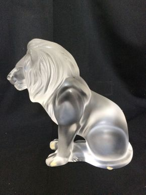 Lot 101 Lalique Large Lion 8.5in Tall  ITEMS TO BE PICKED UP IN MANHASSET HILLS