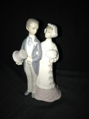 Lot 001 Lladro Bride and Groom 4808 ITEM CAN BE PICKED UP IN JERICHO