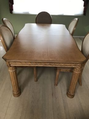 Lot 021 Broyhill Dining Room Table ITEM CAN BE PICKED UP IN JERICHO