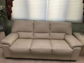 Lot 038 Leather 3 Seat Sofa ITEM CAN BE PICKED UP IN JERICHO