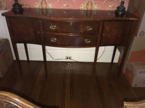 Lot 022 Ethan Allen Mahogany Breakfront ITEM CAN BE PICKED UP IN GARDEN CITY