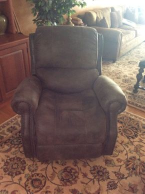 Lot 040 Maurice Villency Leather Recliner Legget and Platt 30.5x39x37   ITEMS TO BE PICKED UP IN EAST HILLS