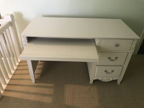 Lot 027 White Computer Desk with 3 Drawers  ITEM CAN BE PICKED UP IN GARDEN CITY
