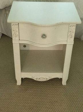 Lot 029 White Night Table with 1 Drawer and 1 Shelf  ITEM CAN BE PICKED UP IN GARDEN CITY
