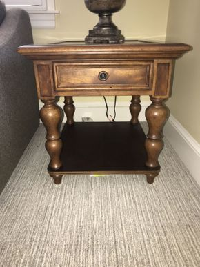 Lot 035 Thomasville End Table ITEM CAN BE PICKED UP IN GARDEN CITY