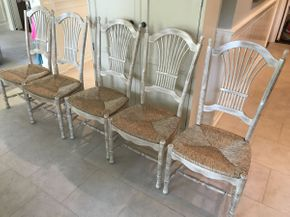 Lot 042 Lot of 5 Kitchen Chairs  ITEM CAN BE PICKED UP IN GARDEN CITY