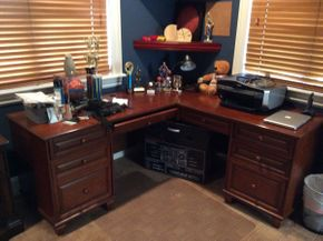 Lot 068 Two Piece Desk  Excellent Condition (1)70.5x23.5x30 (1)42x23.5x30  ITEMS TO BE PICKED UP IN EAST HILLS