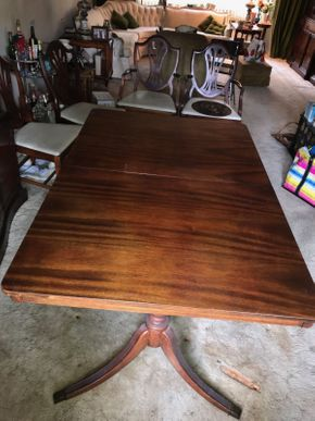 Lot 002 Mahogany Diningroom Table 29.75H x 40 Wx 60L PICK UP IN NORTH BELLMORE