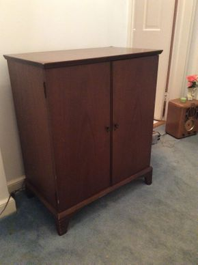 Lot 048 Vintage Bar Cabinet Some Chipping 33x28x16 1/4 ITEMS TO BE PICKED UP IN GARDEN CITY