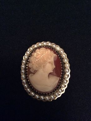 Lot 052 14K Cameo Pin / Charm Approx 1.5x1 1/4 ITEMS TO BE PICKED UP IN GARDEN CITY