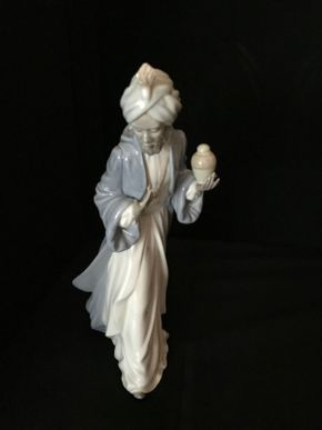 Lot 011 Lladro King Baltasar African Black Legacy Wiseman 11.25 Inches Tall. PICK UP IN LAKE GROVE