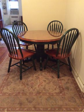 Lot 001 Round Pedestal Table with 4 Chairs ITEM CAN BE PICKED UP IN GARDEN CITY