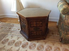 Lot 003 Lot of 2 End Tables ITEM CAN BE PICKED UP IN GARDEN CITY