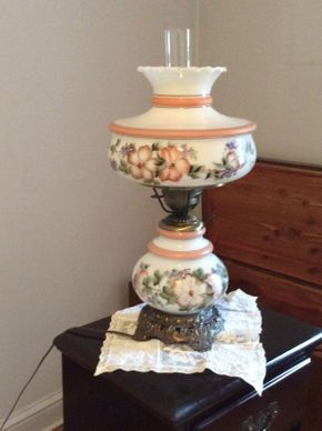 Lot 007 Vintage Glass Lamp with Flowers and Brass Base ITEM CAN BE PICKED UP IN GARDEN CITY