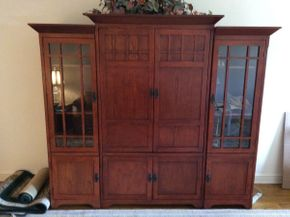 Lot 005 3 Piece Entertainment Unit  ITEM CAN BE PICKED UP IN GARDEN CITY