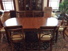 Lot 026 Vascimini Brothers Inc. Dining Room Table with 3 Leaves and Pads ITEM CAN BE PICKED UP IN ATLANTIC BEACH
