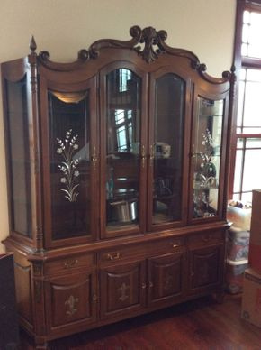Lot 027 Vascimini Brothers Inc. China Cabinet  ITEM CAN BE PICKED UP IN ATLANTIC BEACH