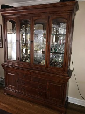 Lot 033 Thomasville China Cabinet With Six Drawers. Approx 86.5H X 18W X 70 L. PICK UP IN HUNTINGTON.