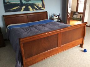 Lot 039 King Size Sleigh Bed  ITEM CAN BE PICKED UP IN ATLANTIC BEACH