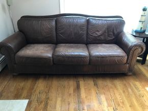 Lot 038 Leather Couch. 36H X 39W X 89L. PICK UP IN HUNTINGTON.