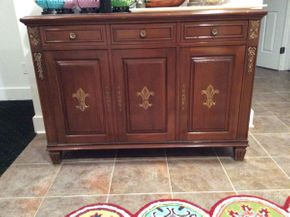 Lot 041 Storage Buffet With Room For Leaves ITEM CAN BE PICKED UP IN ATLANTIC BEACH