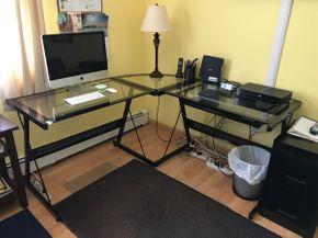 Lot 049 Modern Corner Desk. Approx 29.5H X 71.75W X 97L. PICK UP IN HUNTINGTON.