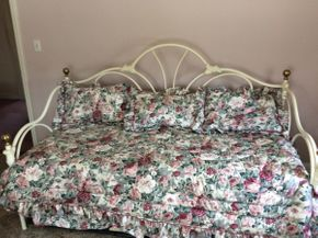 Lot 065 Metal Day Bed with Trundle and Bedding ITEM CAN BE PICKED UP IN GARDEN CITY