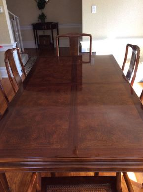 Lot 061 Henredon Dining Room Table ITEM CAN BE PICKED UP IN ROCKVILLE CENTRE
