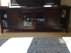 Lot 016 Stanley Short TV Console Buffet  ITEM CAN BE PICKED UP IN ROCKVILLE CENTRE