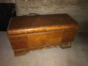 Lot 034 Lane Cedar Hope Chest 24H x 19W x 45.5D AS IS some scratches and missing wood PICK UP IN EAST MEADOW