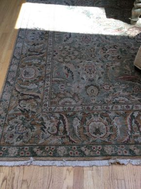 Lot 022 Machine made Area Rug  ITEM CAN BE PICKED UP IN ROCKVILLE CENTRE