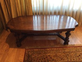 Lot 012 Solid Wood Coffee Table    ITEM CAN BE PICKED UP IN ROCKVILLE CENTRE