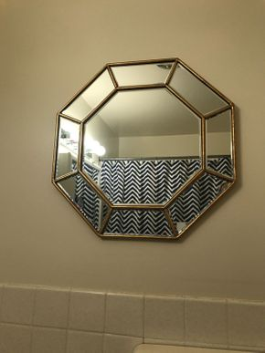 Lot 055 Small Decorative Octagon Mirror 22x 22 PICK UP IN ROCKVILLE CENTRE