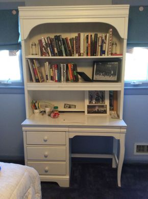 Lot 028 Stanley Two Piece White Desk With Hutch And Chair  ITEM CAN BE PICKED UP IN ROCKVILLE CENTRE
