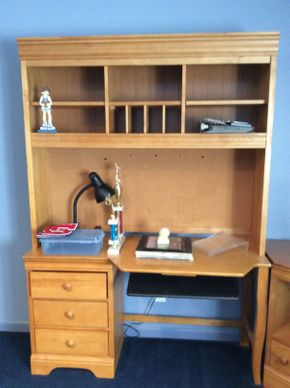 Lot 032 Stanley Pine Computer Desk With Hutch   ITEM CAN BE PICKED UP IN ROCKVILLE CENTRE