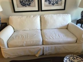 Lot 058 2 Seat Cindy Crawford Home Sofa Bed Couch 31.5H x 42W x 64L PICK UP IN ROCKVILLE CENTRE