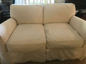 Lot 057 Love Seat 31.5H x 42W X 64L PICK UP IN ROCKVILLE CENTRE
