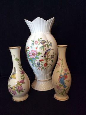 Lot 057 Lot of 3 Vases ITEM CAN BE PICKED UP IN BELLEROSE