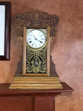 Lot 074 Wood Mantle Clock   ITEMS TO BE PICKED UP IN EAST HILLS