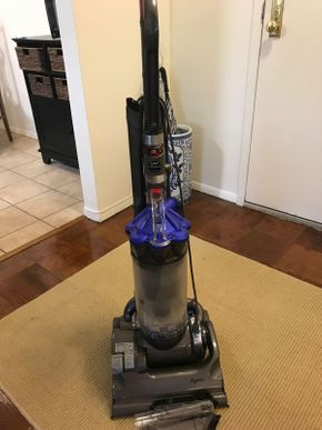 Lot 095 Dyson Model DC33 As Is PICK UP IN ROCKVILLE CENTRE