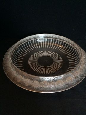 Lot 039 Lalique Daisy Low Centerpiece Bowl ITEM CAN BE PICKED UP IN GARDEN CITY
