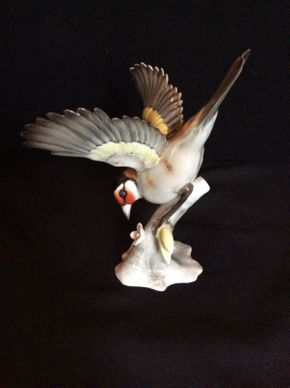 Lot 060 Hutshenreuther Bird ITEM CAN BE PICKED UP IN GARDEN CITY