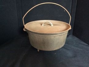 Lot 068 Cast Iron Dutch Oven  ITEM CAN BE PICKED UP IN GARDEN CITY
