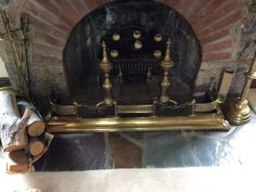 Lot 072 Brass Fire Place Fender ITEM CAN BE PICKED UP IN GARDEN CITY
